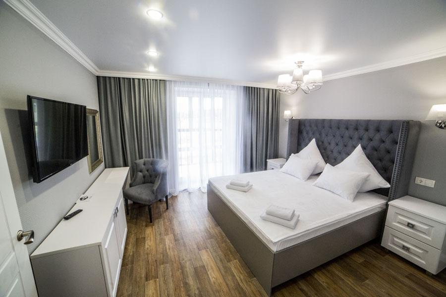 Номер люкс с большой кроватью - КвартХаус